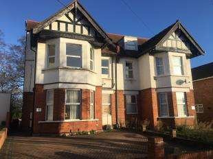 2 Bedrooms Flat for sale in Blenheim Crescent, South Croydon
