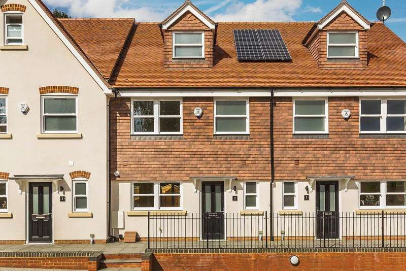 4 Bedrooms Mews House for sale in Gomshall, Guildford