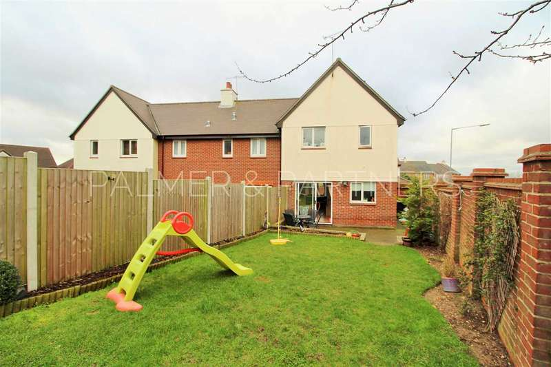 3 Bedrooms End Of Terrace House for sale in Peppercorn Close, Colchester