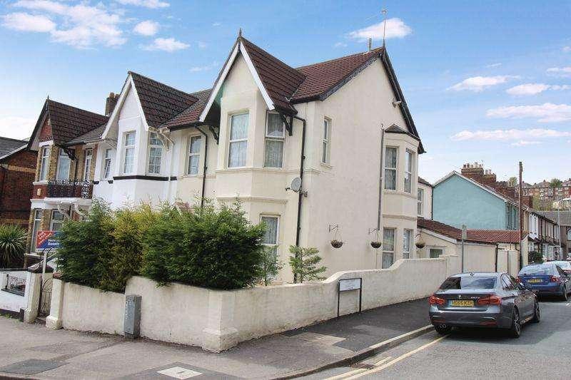5 Bedrooms Terraced House for sale in Waterloo Road, Newport