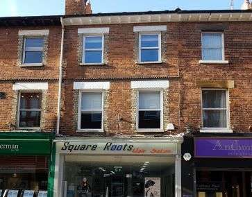 2 Bedrooms Flat for sale in Flat 2, 17 Queens Lane, Maidenhead, Berkshire, SL6 1FY