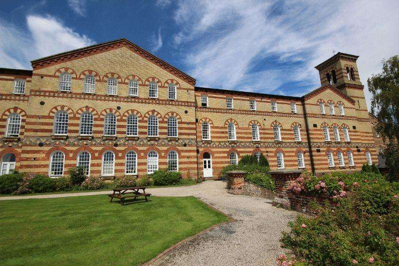 2 Bedrooms Flat for sale in Southdowns Park, Haywards Heath, West Sussex