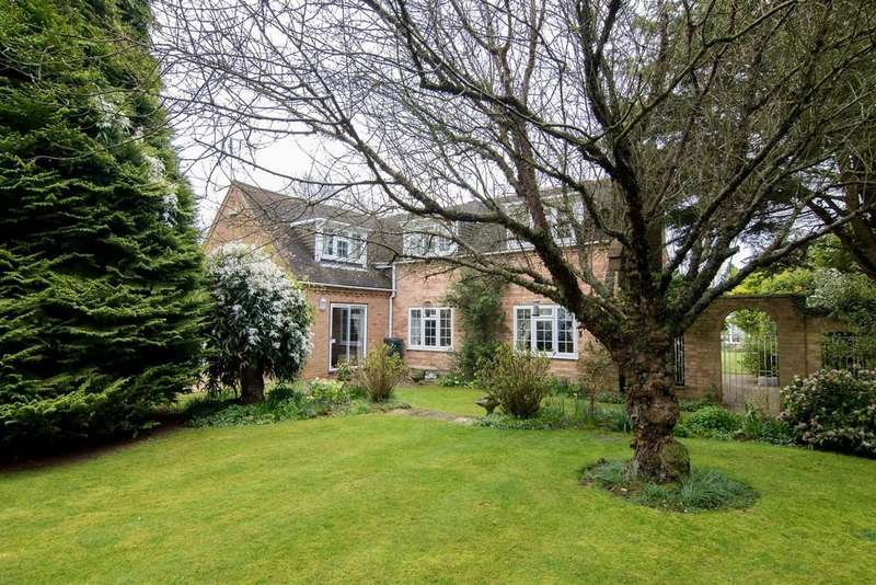 4 Bedrooms Detached House for sale in Church Road, Walpole St Peter