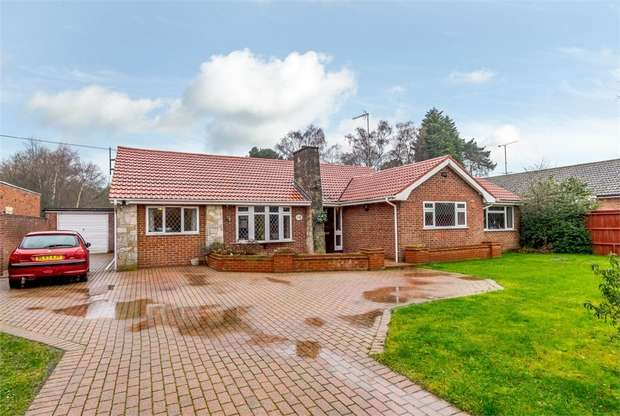 4 Bedrooms Detached Bungalow for sale in Kiln Ride, Wokingham, Wokingham, Berkshire