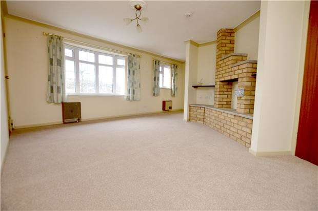 1 Bedroom Flat for sale in Castle Rise, Stroud, Gloucestershire, GL5 2AW
