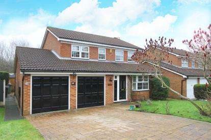 4 Bedrooms Detached House for sale in Birch Close, Grassmoor, Chesterfield, Derbyshire