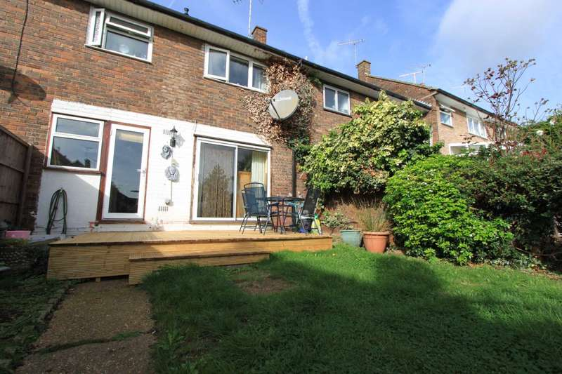 3 Bedrooms Terraced House for sale in The Knares, Basildon