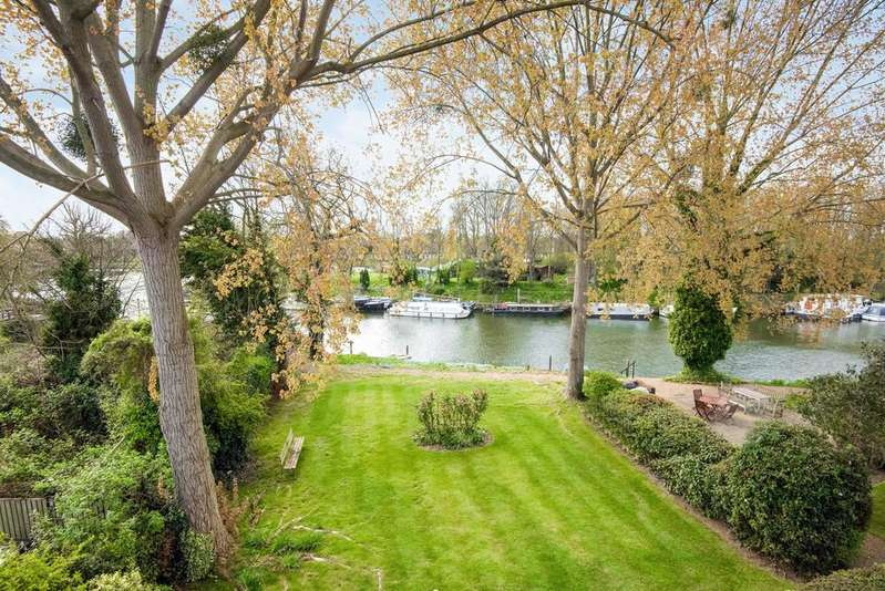 2 Bedrooms Apartment Flat for sale in Hampton Court Road, East Molesey