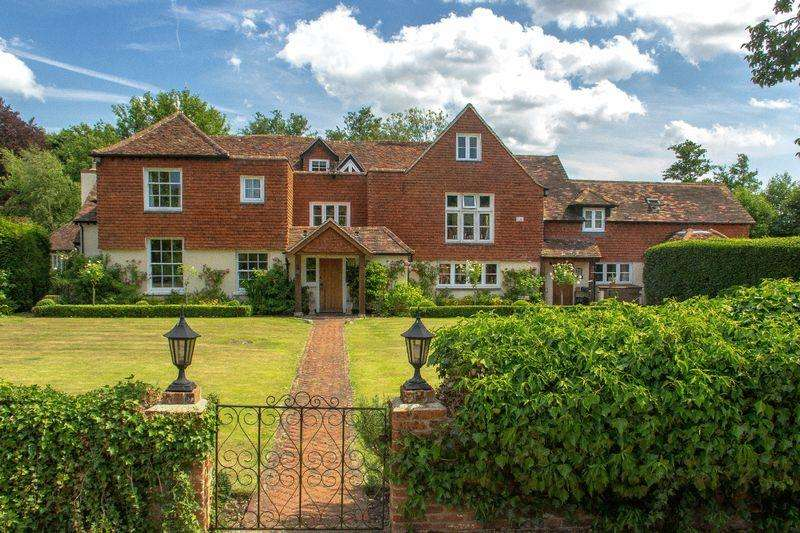6 Bedrooms Detached House for sale in Chobham, Surrey
