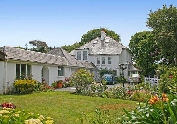 4 Bedrooms Detached House for sale in Les Abreuveurs, St. Sampson's, Guernsey