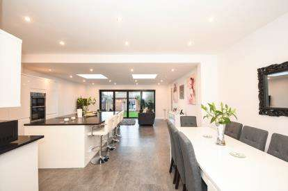 3 Bedrooms Detached House for sale in Wick Estate, Southend-On-Sea, Essex