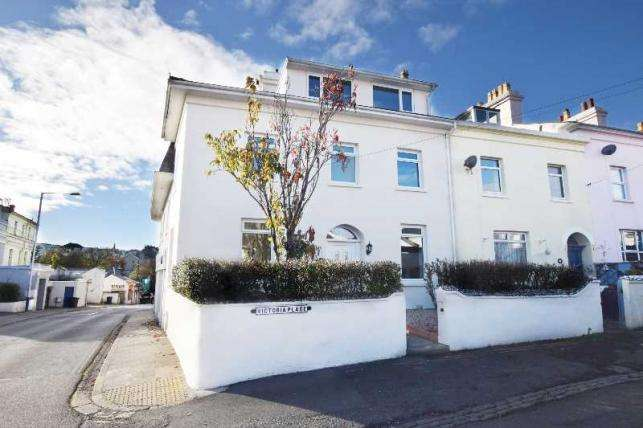 4 Bedrooms House for sale in Victoria Place, Douglas, IM2 4ET