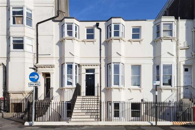 2 Bedrooms Flat for sale in Clarence Square, Brighton