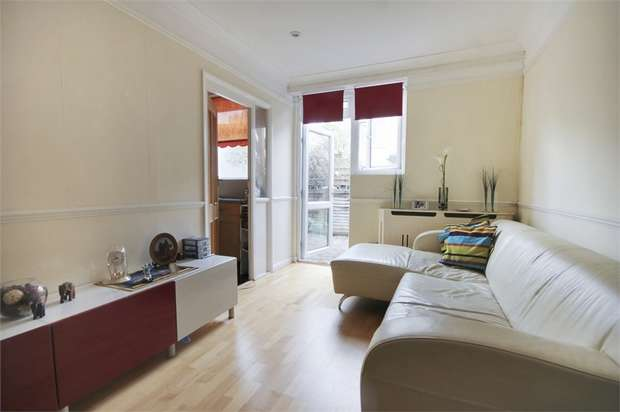 2 Bedrooms Flat for sale in Wood Street, Walthamstow, London