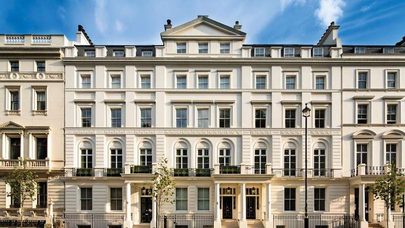 3 Bedrooms Ground Flat for sale in Buckingham Gate, London. SW1E
