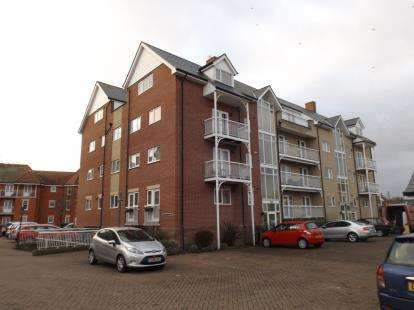 2 Bedrooms Flat for sale in Vista Road, Clacton-on-Sea, Essex