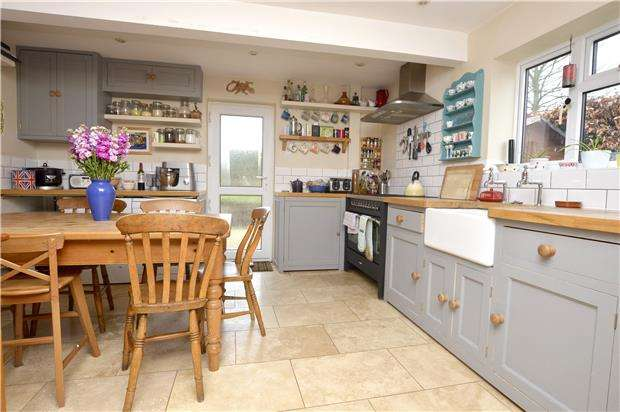 3 Bedrooms Semi Detached House for sale in Aston View, Chalford Hill, Gloucestershire, GL6 8BG