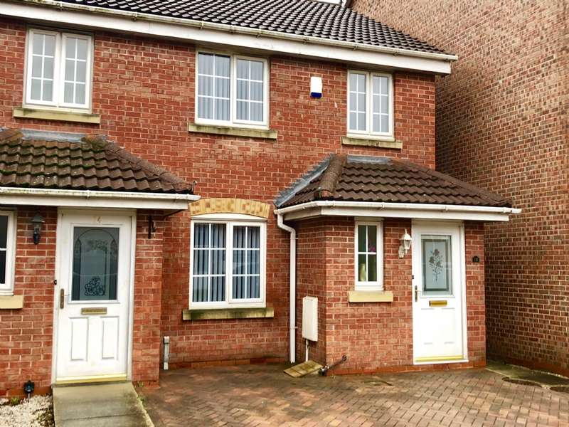 3 Bedrooms Semi Detached House for sale in Kingsdale Close Bury