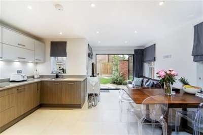 3 Bedrooms Semi Detached House for rent in Station Approach, East Horsley, KT24