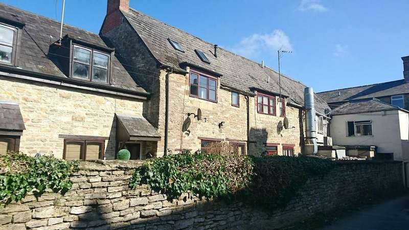 3 Bedrooms Town House for sale in Market Place, Brackley