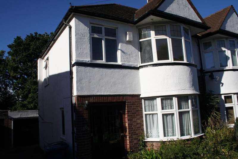 4 Bedrooms Semi Detached House for rent in Goldsmith Road N11 3JN