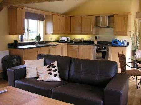 2 Bedrooms Barn Conversion Character Property for rent in Grange Green, Tilty