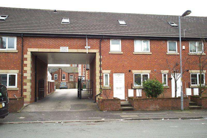 4 Bedrooms House for sale in Blandford Court, Ashton-Under-Lyne