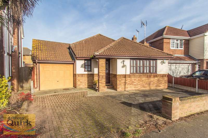 2 Bedrooms Detached Bungalow for sale in Papenburg Road, Canvey Island, SS8