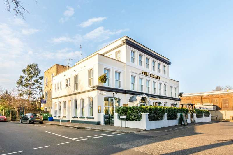 3 Bedrooms Flat for sale in Swanston Court, Twickenham, TW1