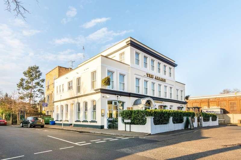 3 Bedrooms Flat for sale in Swanston Court, Twickenham, TW1