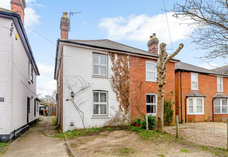 3 Bedrooms Semi Detached House for sale in Chilworth