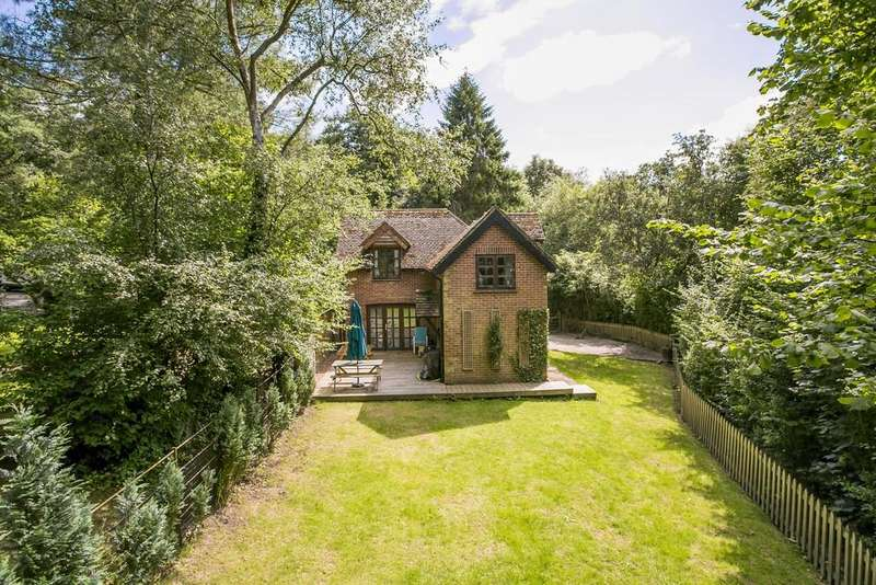 3 Bedrooms Detached House for sale in Modest Corner, Southborough
