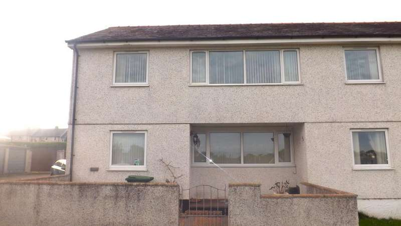 3 Bedrooms Semi Detached House for sale in Bryn Pandy, Llangefni