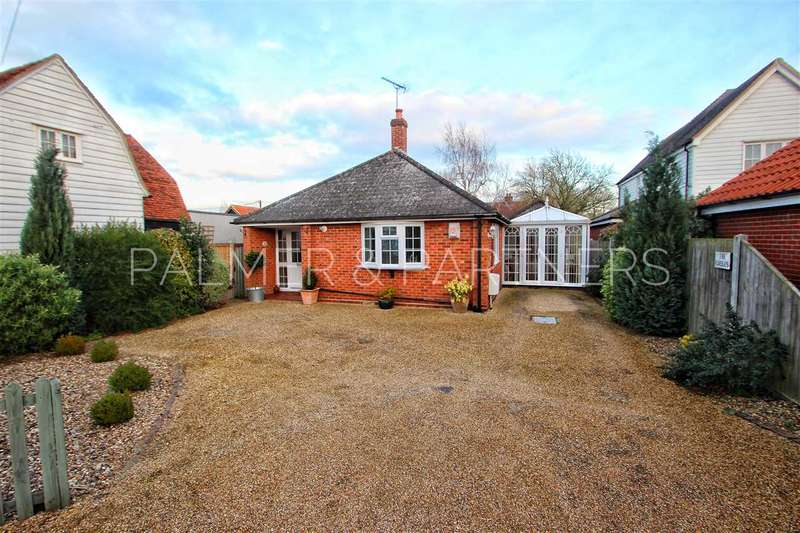 2 Bedrooms Bungalow for sale in The Gables, The Heath, Dedham, Colchester