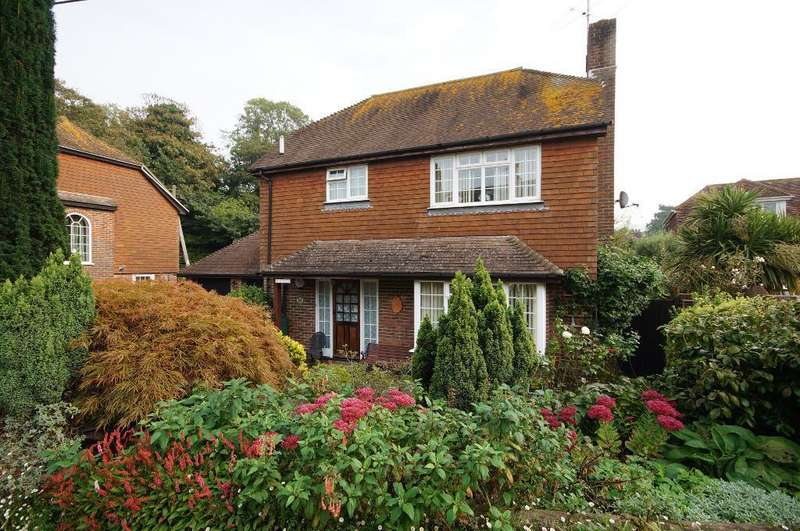 3 Bedrooms Detached House for sale in The Bostal, Upper Beeding, West Sussex, BN44 3TA