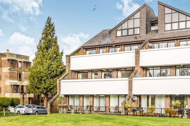 3 Bedrooms Apartment Flat for rent in Tollhouse Close, Chichester