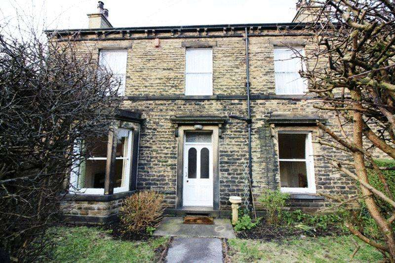 3 Bedrooms Terraced House for rent in Rochdale Road, Halifax