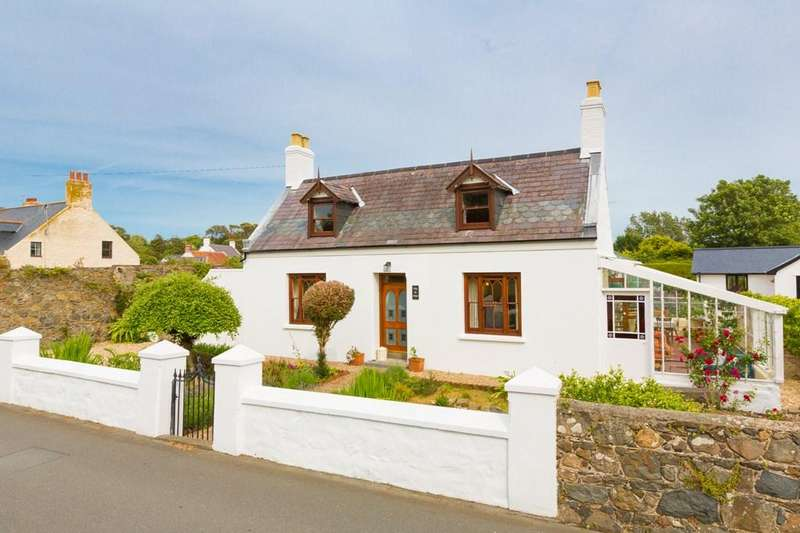 3 Bedrooms Cottage House for sale in Maison de Bas Road, Vale, Guernsey