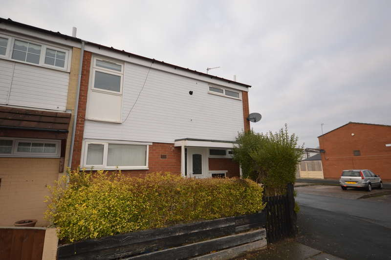 3 Bedrooms Semi Detached House for rent in Waterside, Bootle, L30