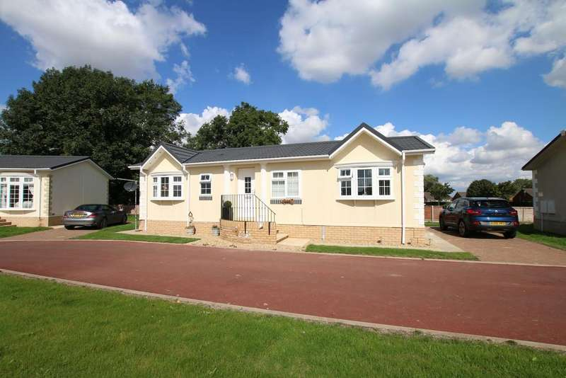 2 Bedrooms Detached Bungalow for sale in Mandalay Park, Commons Road