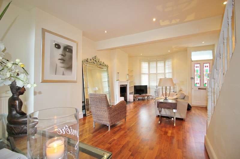 2 Bedrooms Terraced House for sale in Prospect Road, Woodford Green, Essex, IG8