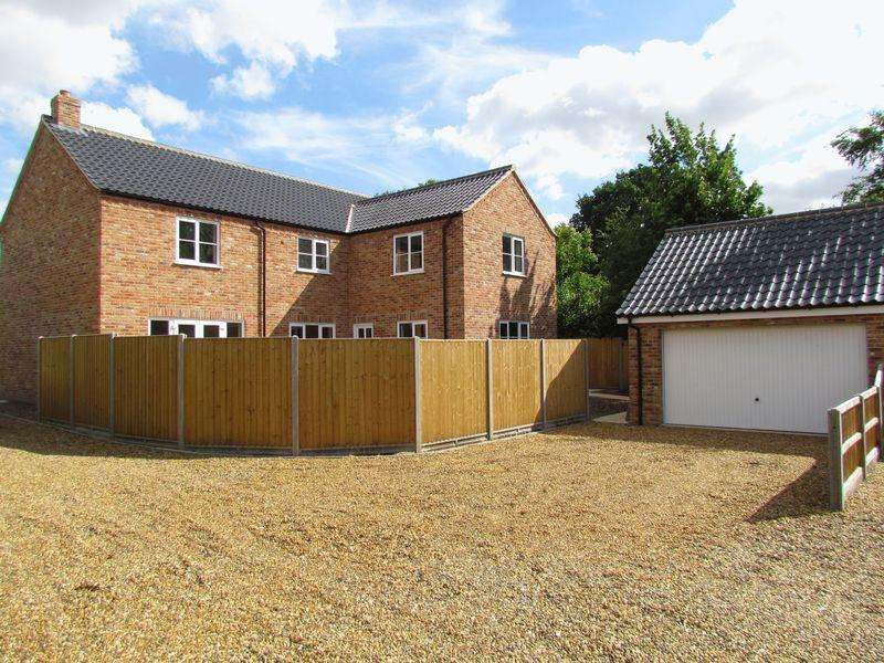 4 Bedrooms Detached House for sale in Norwich Road, Besthorpe, Attleborough
