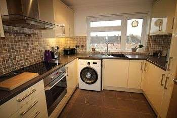 2 Bedrooms Flat for sale in Haig Court, Chelmsford, Essex, CM2 0BH