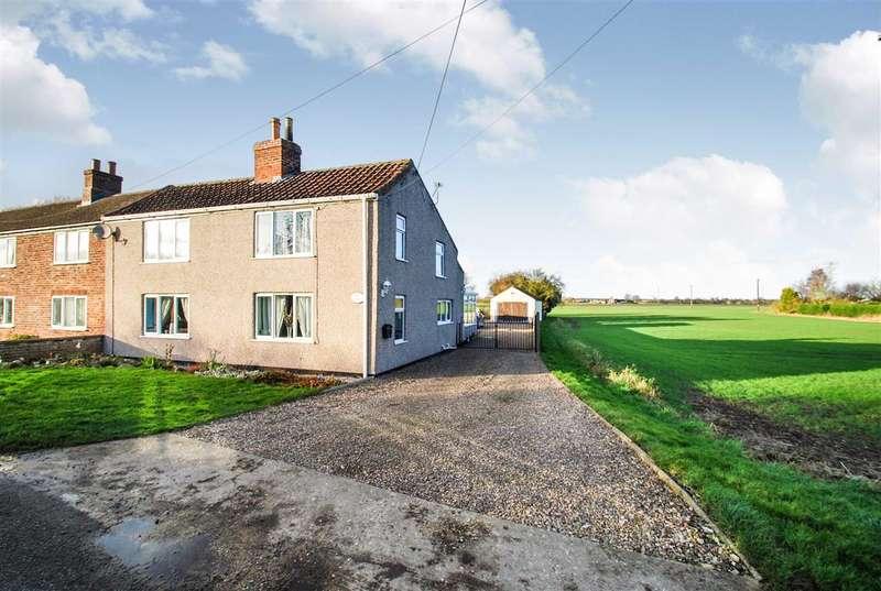 3 Bedrooms Semi Detached House for sale in Rose Cottage, Wainfleet Bank, Wainfleet, Skegness