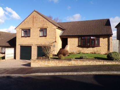 4 Bedrooms Bungalow for sale in Crewkerne, Somerset