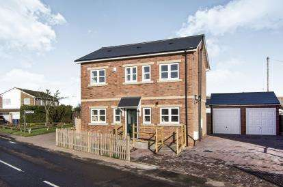 3 Bedrooms Detached House for sale in Orsett Heath, Grays, Essex