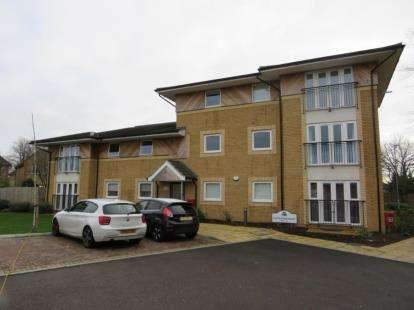 2 Bedrooms Flat for sale in 97 Stafford Avenue, Hornchurch