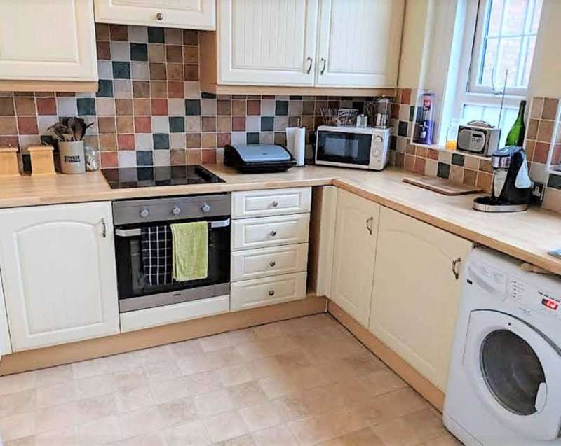 2 Bedrooms Apartment Flat for rent in Madeira Road, New Romney