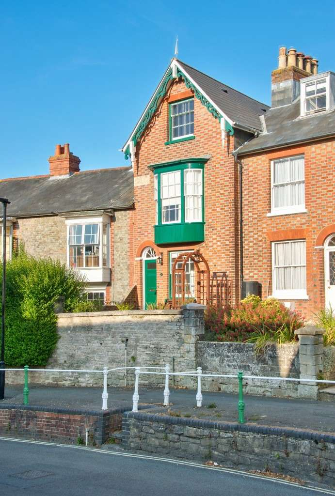 4 Bedrooms Terraced House for sale in Newport, Isle of Wight