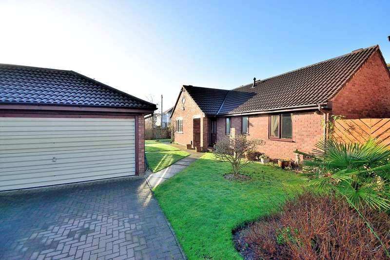 3 Bedrooms Detached Bungalow for sale in Handforth Close, Thelwall, Warrington